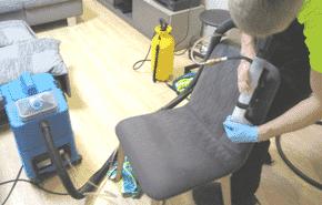 mīksto mēbeļu tīrīšana