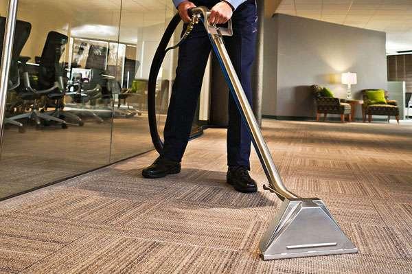 biroja paklāju tīrīšana