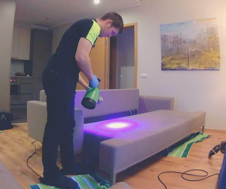 dziļā dīvāna tīrīšana
