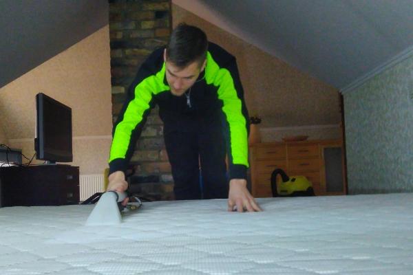 matraču tīrīšana